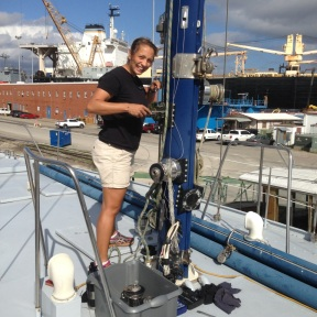 Taking the winches of the mast.
